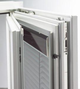 Fenster mit eingebautem Sonnenschutz