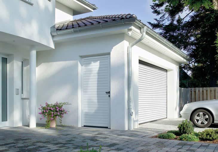 Garagen-Rolltor-und-Nebentür-Hörmann